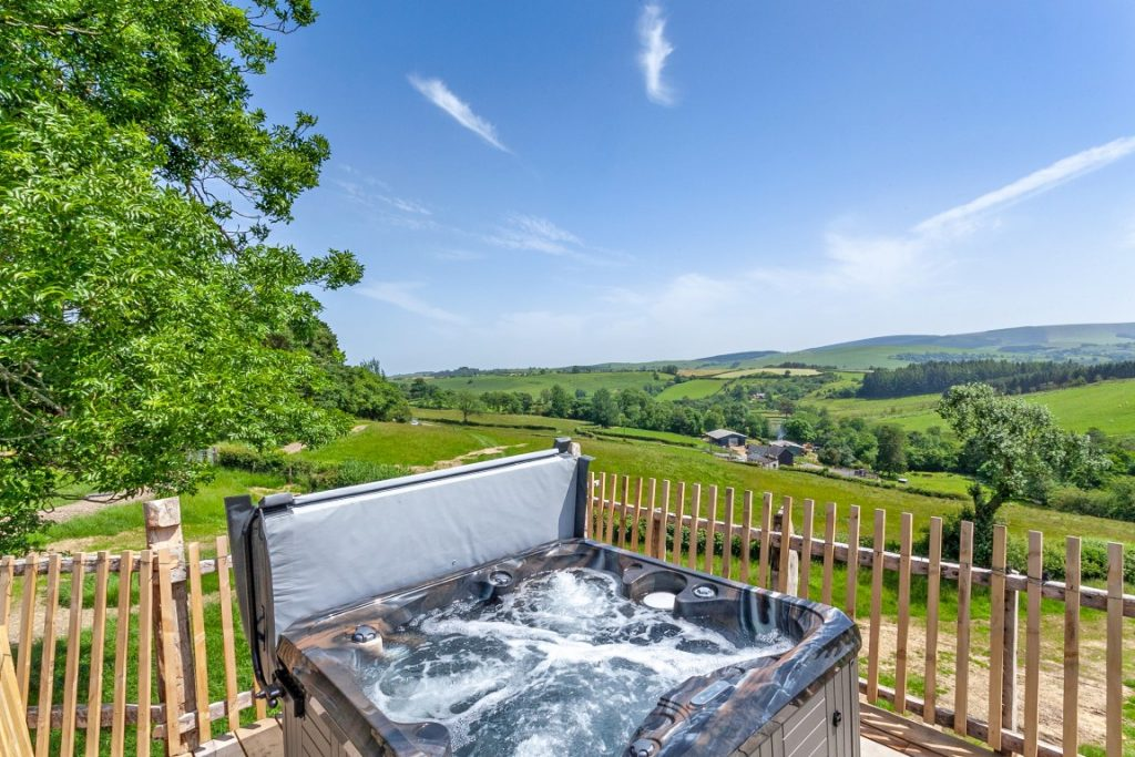Private outdoor hot tub at Squirrels Nest Treehouse Retreat