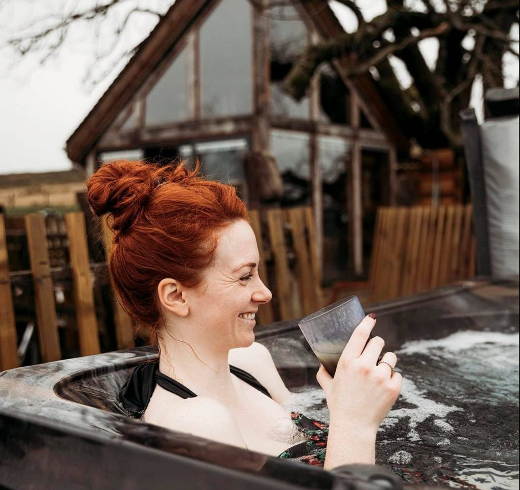 romantic hot tub getaway wales