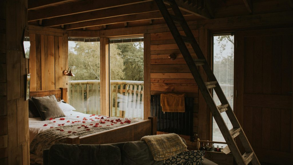 romantic treehouse getaway in wales