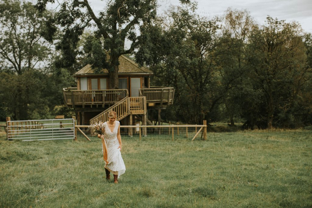 Intimate vow renewal at secluded treehouse location