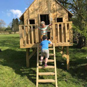 Nutkin Lodge mini Treehouse